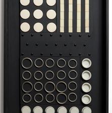 <span style='display:none;'>Jo Delahaut. Virelai n°1 (1964). Contre-plaqué/polymère/métal/ivoire, 62 x 42,3 x 5,5 cm. Donation F. Descmaele — Musée de Louvain-la-Neuve, Inv.1126.</span>